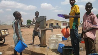 Children-at-a-bole-hole-in-a-ward-in-jalingo-pics-by-ayodele-samuel