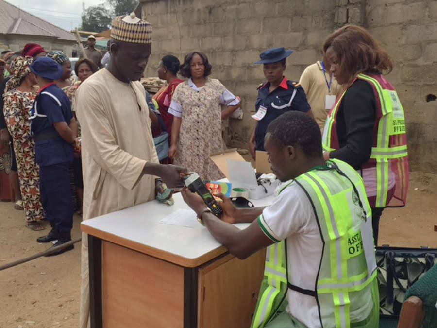 Voters' Accreditation at the Livingwater polling unit in Kubwa, Abuja at 9:09 a.m. PHOTO: Olayinka Collins