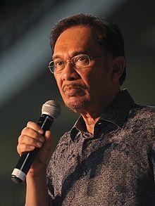 Anwar_Ibrahim,_May_2013