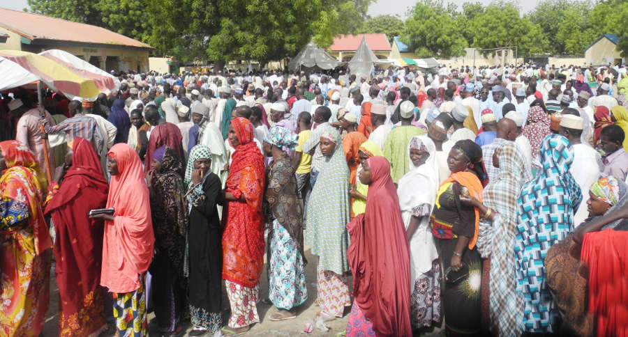 Queue of voters at an internally displaced persons (IDPS) camp during the presidential and national assembly elections in Maiduguri on Faturday (28/3/15). PHOTO: NAN