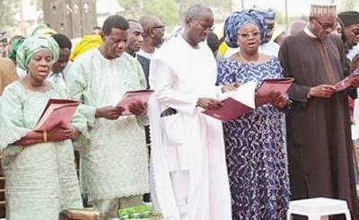 L-R Pastor Adeboye and Wife, Fashola and Buhari.