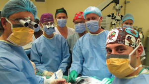 SOUTH African surgeons performing the groundbreaking operation. Image source cdn.rt