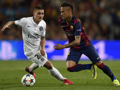 Barcelona's Brazilian forward Neymar da Silva Santos Junior (R) vies with Paris Saint-Germain's Italian midfielder Marco Verratti (L) during the UEFA Champions League quarter-finals second leg football match FC Barcelona vs Paris Saint-Germain at the Camp Nou stadium in Barcelona on April 21, 2015. AFP PHOTO/ LLUIS GENE