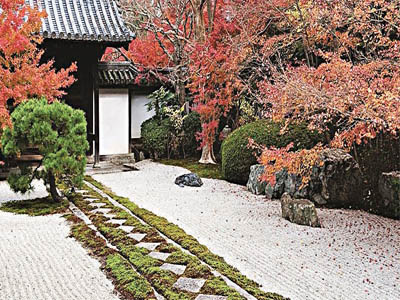 Beautiful Japanese zen garden of Tenju-an, founded 1330s. Path of geometrically set paving stones lead from main gate to priest's residence.