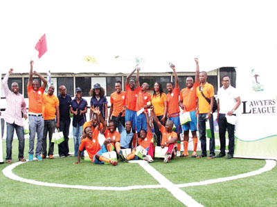 Players and officials of Olisa Agbakoba & Co. celebrating their victory at the end of the 2015 BOA Lawyers League in Lagos… last weekend
