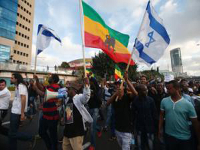 sraelis take part in a demonstration in Tel Aviv called by members of the Ethiopian community against alleged police brutality and institutionalised discrimination, on May 3, 2015 (AFP Photo/Jack Guez)