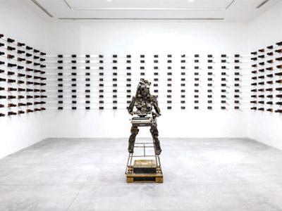 Fringe of Amoda's sculptural