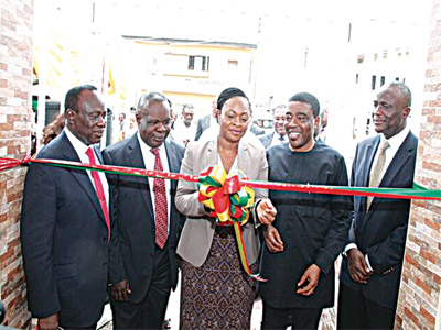 Chairman, First Heritage Hospital, (FHH) Mushin, Lagos State, Dr. Olusesan Onabowale (left); Medical Director, Dr. Matthew Keku; Special Adviser to the Lagos State Governor on Public Health, Dr. Yewande Adesina and Chief Executive Officer (CEO), Reddington Hospital, Dr. Yemi Onabowale during the inauguration of FHH last week