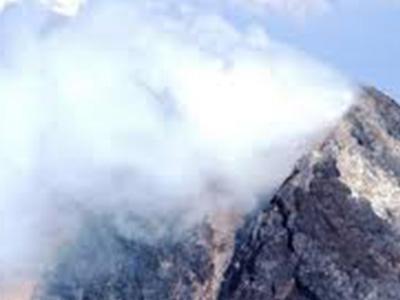 Rumbling Philippines volcano