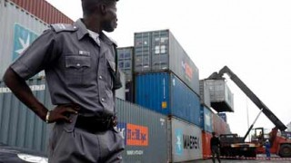 Customs arrest 4 Chinese