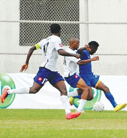 Andrew Abalaogu of Enyimba tries to outwit Sharks' Captain, Odinga Odinga and Yusuf Jaiyeola during their recent league game in Aba. The NNWL will kick off across the country…today.        PHOTO: LMC MEDIA.