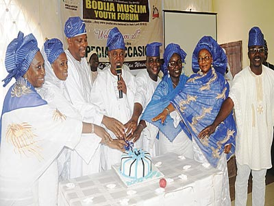 Members of the Bodija Youth Forum cutting cake at the official innauguration of the forum in Ibadan, Oyo State