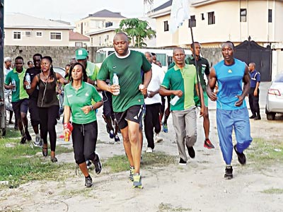 Managing Director/Chief Executive Officer, Fidelity Bank Plc., Nnamdi Okonkwo, leading team members in the 10km road race, which was part of the Fidelity Bank Fit2Bond programme held in Lagos… at the weekend.