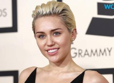 Miley cyrus poses nude for ve