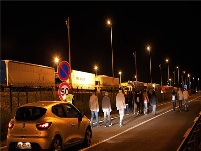 For several weeks, there have been many attempts by large numbers of migrants to enter the Eurotunnel premises  					                PHOTO: AP