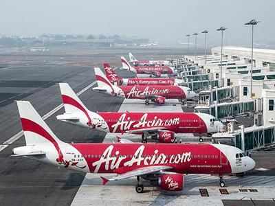 AirAsia Bhd aircraft stand next to boarding gates at Kuala Lumpur International Airport 2 in Sepang, Malaysia in this 2014 file photo. PHOTO:  bangkokpost.com
