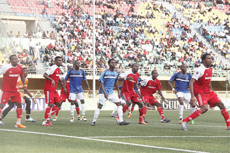Enyimba and Heartland battling for points during a past encounter. The teams are involved in the Week 18 games of the Glo Nigeria Premier League.                   PHOTO: FEMI ADEBESIN-KUTI.