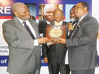 Kolade (left), Uwaga and  Olawale Cole during the presentation of the award