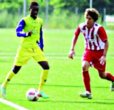 hievo's new sensation, James Uhuamure (left), taking on an opponent during an Italian youth game…recently.