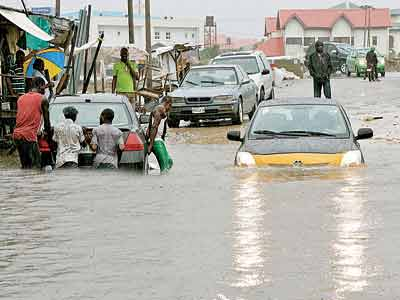 Flooding in Lagos... According to a report published in Nature, a strong El Niño — signalled by the periodic warming of ocean-surface temperatures in the equatorial Pacific — can lead to heavy rain in parts of Africa and North America and drier-than-normal conditions in Australia, Indonesia and parts of India.