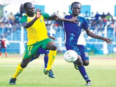 Kano Pillars' Suleiman Usman and Tope Orelope of 3SC battling for ball possession during a recent Glo Premier League game in Ibadan. Pillars lost their 12-year-old unbeaten home record when Nasarawa United beat them 1-2 in Kano…at the weekend. PHOTO: LM