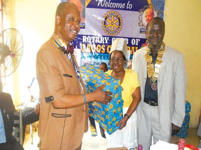 Onabadejo (left) receiving a gift from past President of Rotary Club of Lagos Cenral and a major donor,, Victoria Adeyemo on behalf of the Club. Right is Emmanuel. PHOTO: ISAAC TAIWO