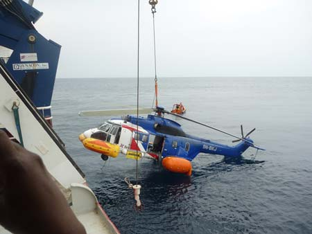 The crashed helicopter being pulled out of the Lagos Lagoon...PHOTO|: vtolblog.com