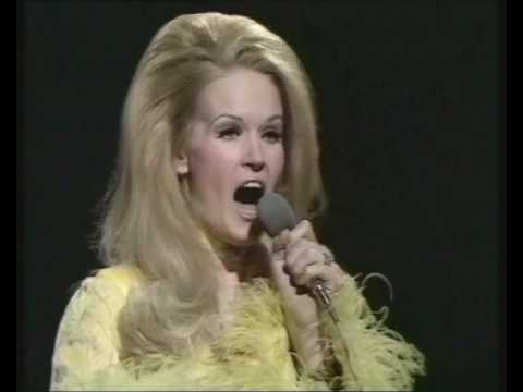 Lynn Anderson. Photo credit dailycaller