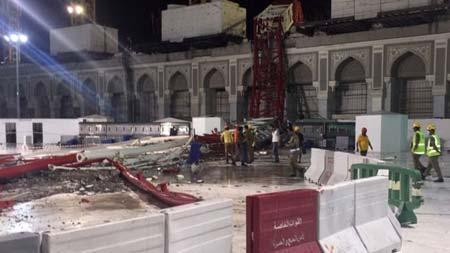 Crane-crashes-into-Mecca-Mosque