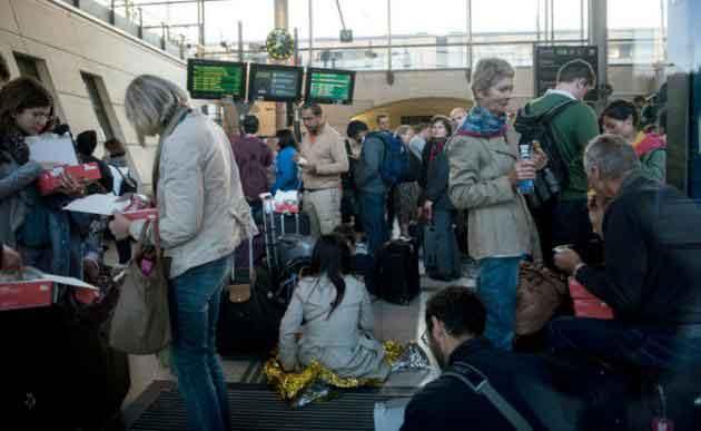 Hundreds-of-Eurostar-passengers-stranded-as-migrants-throng-tracks