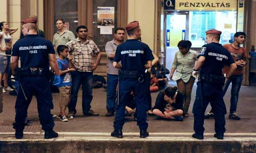 Main-Budapest-station-orders-evacuation-due-to-migrants