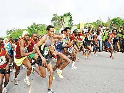 Marathoners vying for honours at the 2015 10km Okpekpe Road Race in Edo State. The Independence Day Beach Marathon will hold at the Elegushi Beach, Lagos…tomorrow.
