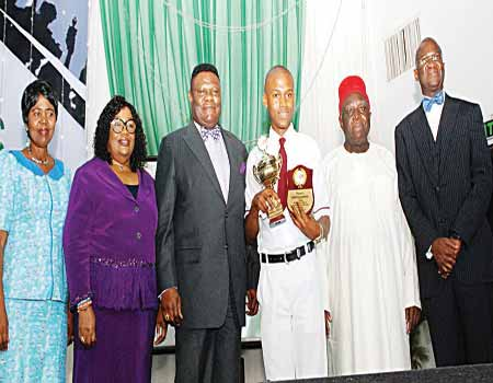 Former Lagos State Governor, Babatunde Fashola (right); Chairman, Mike Okonkwo Educational and Youth Initiative Yearly Lecture Prof. George Obiozor; winner of the essay competition and student of Port-Harcourt International School, Rivers State, Emeto Chisom; Presiding Bishop, The Redeemed Evangelical Mission (TREM)Dr, Mike Okonkwo; his wife Peace and Professor of English, University of Lagos, Prof, Akachi Ezeigbo at the 16th Mike Okonkwo Yearly Lecture in Lagos. PHOTO: FEMI ADEBESIN-KUTI