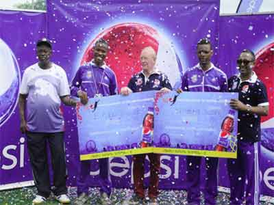 Director of Pepsi Football Academy, Kasimawo Laloko (left), UK Scholarship recipient, Ekeh Divine, PFA Consultant, Ian Nelson, another UK Scholarship recipient, Nneku Joseph and the Head of Marketing, Seven-up Bottling Company Plc, Norden Thurston, presenting scholarship prizes to the Brooke House College, UK bound winners in Abeokuta… at the weekend.