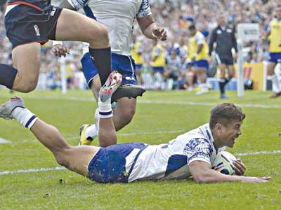 Tim Nanai-Williams scores a try for Samoa
