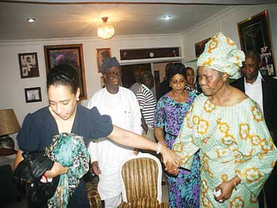 Grace Onosode, daughter of the deceased (left); former Managing Director, Dunlop Nigeria Plc, Dayo Lawuyi and Onosode's wife, Susan at the family's residence in Surulere, Lagos.