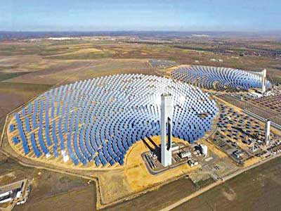 When complete in 2017, the solar farm could have 5.2 million photovoltaic cells, producing as much as 1,000 MW of electricity           PHOTO: Ouaid-e-Azam Solar Power Park