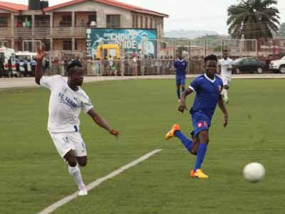 FC Taraba and Sunshine Stars battling for points during a recent league game.