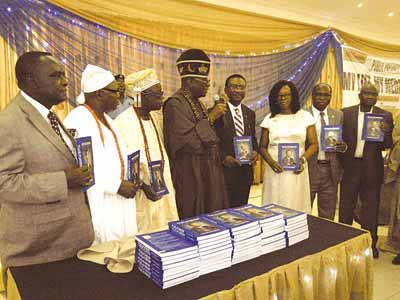 """Oba of Lagos, Oba Rilwan Akiolu (middle); Former Chief Medical Director, Lagos University Teaching Hospital (LUTH), Prof. Akin Osibogun, his wife, Beatrice; Vice Chancellor, University of Lagos, Prof. Rahamon Bello; and Commissioner for Health, Lagos State, Dr. Jide Idris; and representative of Chief Olusegun Obasanjo, Former Executive Secretary, National Universities Commission (NUC), Prof. Peter Okebukola at the public presentation of a book 'My Life, My Medicine: A Chief Medical Director's Story"""" written by Prof. Osibogun recently in Lagos PHOTO: VICTORIA NJOKU"""