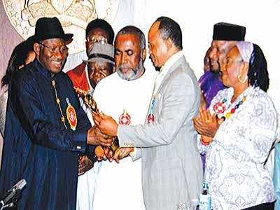 Former President Goodluck Jonathan receiving LNA Crest from Zack Orji and Paul Obazele at a previous ceremony