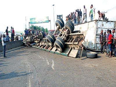 The accident scene yesterday. PHOTOS: FEMI ADEBESIN-KUTI and SUNDAY AKINLOLU