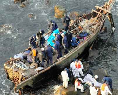 japan-boat-with-bodies