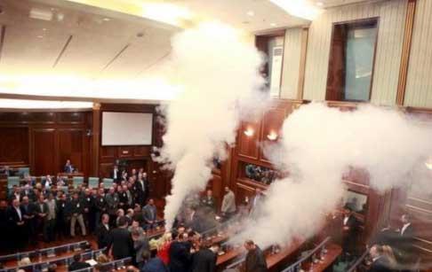 kosovo-tear-gas