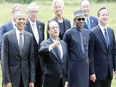 French President François Hollande (second from left) gestured next to U.S. President Barack Obama (left) and other G7 summit participants and outreach delegates at a family picture event at the G7 summit at the Elmau castle in Krün near Garmisch-Partenkirchen, Germany, June 8, 2015.PHOTO: REUTERS/CHRISTIAN HARTMANN