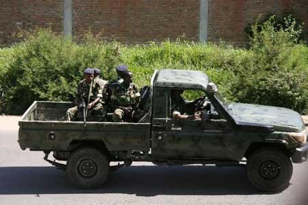 Burundi military personnel drive through the Musaga neighbourhood of Bujumbura on December 11, 2015 (AFP Photo)