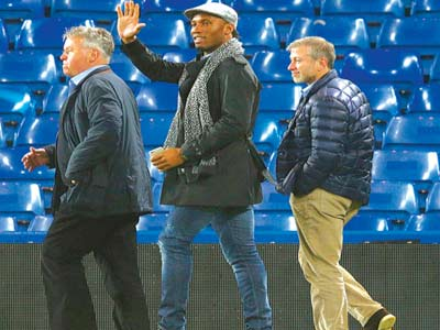 Coach Hiddink, Didier Drogba and Chelsea owner, Roman Abrahimovic at  the Stamford Bridge after the  club's 3-1 victory over Sunderland last weekend