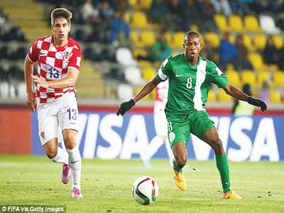 Golden Eaglets' Samuel Chukwueze (right) takes on a Croatian player during their group game at the Chile 2015 FIFA U-17 World Cup. Chukwueze has been awarded the bronze boot of the competition. PHOTO: AFP.
