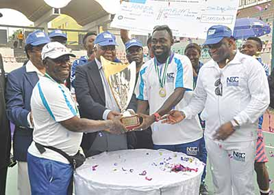 Former Vice President, Dr. Alex Ekwueme (third right), Team Tombim Captain, Henry Atseye (second right), Coach, Babatunde Abbey and NCC Director, Public Affairs, Tony Ojobo (right), during the presentation of the trophy to Team Tombin at the end of the maiden NCC Tennis League in Lagos…at the weekend.