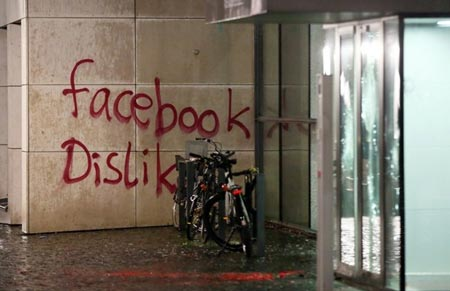 """The message """"facebook Dislike"""" is written on the wall of a building where US social media giant Facebook has its German headquarters in Hamburg, northern Germany, on December 13, 2015. AFP PHOTO / DPA / BODO MARKS"""