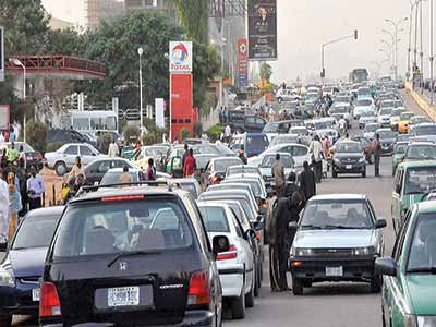 Fuel-Scarcity-Petrol-sells-for-N125-per-litre-in-Umuahia